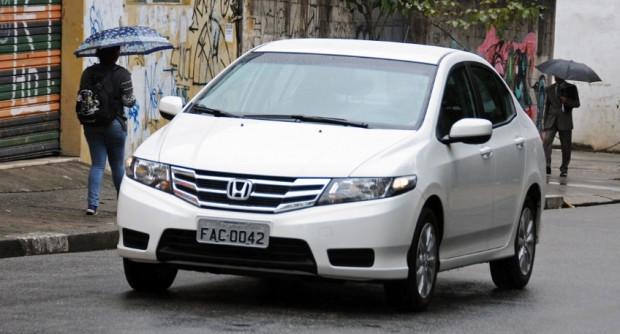 cho-thue-xe-Honda-City-2013-gia-re-5